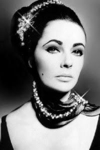 The gorgeous Elizabeth Taylor and her jewels