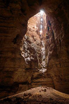 Stefan Glowacz and Chris Sharma establishing first ascent of Oman's Majlis al Jinn cave