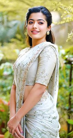 Rashmika Mandanna Latest Photos in Saree Beautiful Girl Photo, Beautiful Girl Indian, Beautiful Saree, Beautiful Pictures, Most Beautiful Bollywood Actress, Beautiful Actresses, Prettiest Actresses, Indian Actress Photos, Indian Actresses