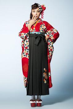 レトロ柄袴 赤椿色 レトロ系袴 STYLEが大人気 卒業式の袴Styleは女の子の特別な1日!友達と差をつける!! Kimono Yukata, Kimono Japan, Japanese Kimono, Kimono Dress, Kimono Fashion, Cute Fashion, Girl Fashion, Alternative Mode, Alternative Fashion