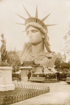 Famed for his Statue of Liberty, Frédéric Auguste Bartholdi was keenly aware of the power of photography to raise awareness – and funds – for his utopian project. Old Photos, Vintage Photos, Foto Picture, La Rive, Vintage New York, I Love Ny, Asian History, Arte Horror, Expositions