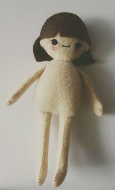 Plantilla + video-tutorial para hacer muñeca de fieltro >> Doll Diaries, Chapter 1 : Making Hikari, A Felt Doll Tutorial | Hapy Friends Shoppe