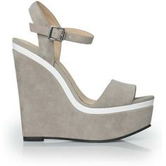 flirty piping on these platform sandals
