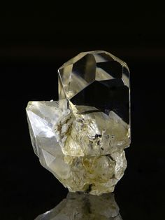 Topaz on Quartz, Dassu, Braldu Valley, Skardu District, Baltistan, Gilgit-Baltistan, Pakistan. Size: 18 × 13 ×12 mm