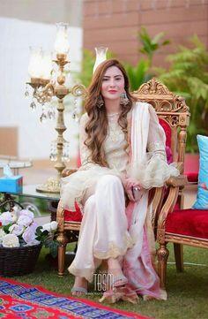 Simple Pakistani Dresses, Pakistani Wedding Dresses, Stylish Dresses, Fashion Dresses, Pakistani Fashion Party Wear, Designer Party Wear Dresses, Kurta Designs Women, Cute Girl Face, Pakistani Actress
