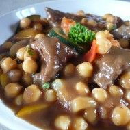Cizrna se zeleninou a masem Pot Roast, Beans, Food And Drink, Chicken, Baking, Vegetables, Ethnic Recipes, Fashion, Bulgur