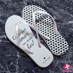 Chinelo Personalizado para Lembrancinha de Casamento Mickey And Friends, Marry Me, Me Too Shoes, Flip Flops, Bride, Wedding, Fashion, Wedding Giveaways, Best Man Wedding