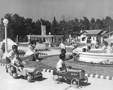 Niños en la Ciudad Infantil - 1949 Cuba, Golf Carts, Baby Strollers, Monster Trucks, Vintage Stuff, Amanda, Blog, Wanderlust, Projects
