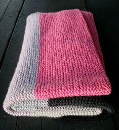 As promised, here is 10 beginner friendly, gorgeous blankets to knit (or simply get inspiration from) for Christmas gifting! We've already covered the crochet version, and in that post, I promised ...