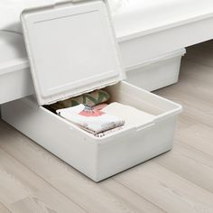 IKEA - SOCKERBIT, Storage box with lid, white, Practical to use as storage box under the bed – perfect for shoes, towels or extra bed linens. The built-in locking function keeps the lid in place which protects your things from dirt and dust. Under Bed Storage Boxes, Storage Boxes With Lids, Wooden Storage Boxes, Under Bed Organization, Decorative Storage Boxes, Shoe Box Storage, Linen Storage, Paper Storage, Plastic Storage