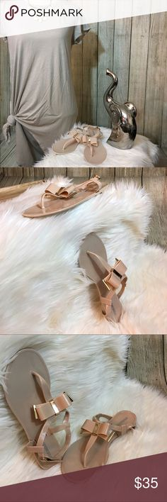 ‼️FLASH SALE‼️ Pink Bow Steve Madden Sandals NWOT. Soft baby pink sandals with a delicate gold accented bow. More of a thick malleable silicon material. Such a cutesy, girly addition to any bubbly closet. Paired beautifully with a white or nude babydoll dress, matching faux sheep fur coat, and a large floral statement necklace💍🐘 Steve Madden Shoes Sandals