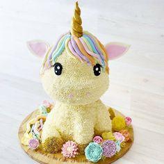 Que lindo!!!! Bolo Unicórnio by @lynnanncakeparlour #unicorn #unicorncake #bolounicornio #bolosdecorados #decoratedcakes #awesomecake