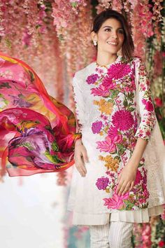new collection of sana safinaz white and pink short shirt with matching dupatta new summer lawn dresses 2017 for Pakistani girls