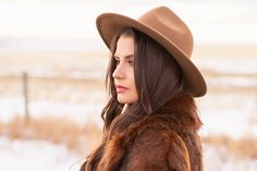 My first TREND GUIDE of Spring 2019 is a free-spirited, transitional take on faux fur, florals, western boots, flat-brimmed hats and Pantone colour trends. Early Spring, Spring Summer, Brown Faux Fur Coat, Flat Brim Hat, Girl Standing, Spring Weather, Wide-brim Hat, Bohemian Look, Brunette Girl