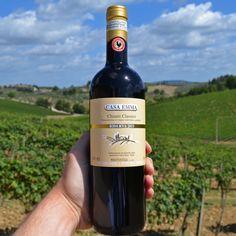 Der Wein duftet nach reifen Brombeeren, Rosinen und Rauch, bewahrt aber dennoch seine klassische Frische. Die Tannine sind fein und dicht und die frische Säure belebt den Abgang.