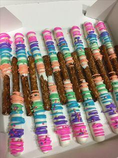 Trolls inspired pretzel rods Trolls Birthday Party, Troll Party, Birthday Treats, 4th Birthday Parties, Party Treats, Unicorn Birthday, 5th Birthday, Princess Poppy, Pretzel Rods