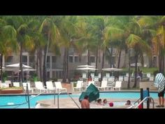 Ponce Hilton: Bad Weather Forces Everyone out of the Pool