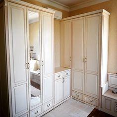 Мебельное ателье FEELWOODS. Белая мебель в спальню выполнена из массива бука по индивидуальному дизайну