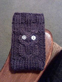 I love how quick and easy iPod cozies are to make! I also love how most people don't notice the owl.