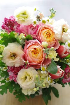 Pretty combination for a Spring bouquet. Floral Bouquets, Wedding Bouquets, Wedding Flowers, Beautiful Flower Arrangements, Floral Arrangements, Pretty Flowers, Fresh Flowers, Spring Flowers, Bouquet Champetre