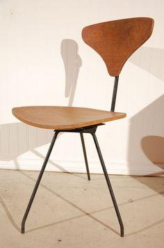 Arthur Umanoff; Oak-Veneered Plywood and Enameled Metal Swivel Chair for Elton, 1950s.