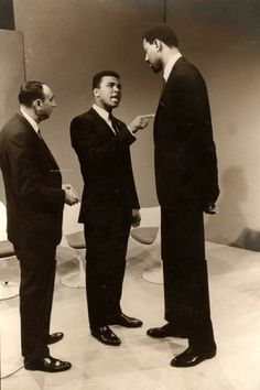 Howard Cosell, Muhammad Ali and Wilt Chamberlain having a discussion. LOL...looks more like Muhammad Ali giving a lecture...