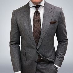 Joey Powers in a Charcoal Suit with Peak Lapels and a Brown Geometric Tie Mens Fashion Suits, Mens Suits, Fashion Top, Charcoal Gray Suit, Charcoal Suit Wedding, Grey Suit Men, Moda Formal, Stylish Mens Outfits, Casual Outfits