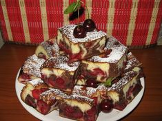 Cake with sour cherries No Cook Desserts, Healthy Dessert Recipes, Sweets Recipes, Cake Recipes, Cooking Recipes, Romanian Desserts, Romanian Food, Romanian Recipes, Yummy Treats