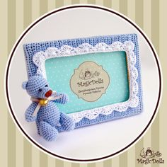 magicdolls: Baby PhotoFrame Blue Might be small enough to attach the beat inside the Twiddle Muff Crochet Bib, Crochet Baby Toys, Crochet Teddy, Crochet Home, Crochet Gifts, Cute Crochet, Crochet For Kids, Crochet Dolls, Baby Knitting