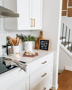 32 Hidden Solutions to Small Kitchen Ideas Apartment Decor Inspiration Counter Space Discovered - mujurhome Apartment Kitchen, Home Decor Kitchen, Home Kitchens, White Kitchen Decor, Kitchen Ideas, D House, Cozy House, Updated Kitchen, New Kitchen