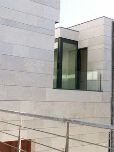 #Edificios #Moderno #Balcon #Exterior #Vidrio #Barandillas #Ventanas