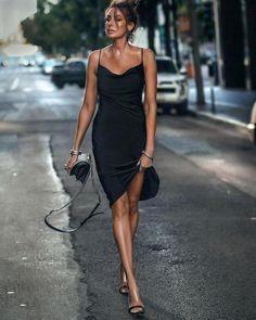 Dinner date outfit with a black slip dress Black Dinner Dress, Black Slip Dress, Dinner Date Outfits, Date Night Dresses, Party Outfits, Going Out Outfits, Cool Outfits, Summer Outfits, Black Midi