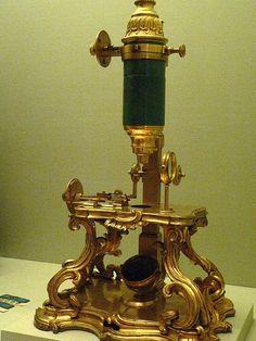 Elegante microscopio francés de 1751