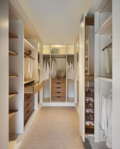 kleiderschrank design offene regale schubladen beleuchtung teppichboden