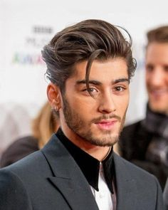 2020 Mens Hairstyles: 16 New Year Hair Styles For Men To Pick # Hairstyles men 2020 Men's Hairstyles: 16 New Year Hair Styles For Men To Pick Cabelo Zayn Malik, Zayn Malik Hairstyle, Medium Hair Styles, Natural Hair Styles, Short Hair Styles, Hairstyles Haircuts, Haircuts For Men, Barber Hairstyles, Virtual Hairstyles