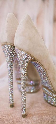 Tacones que brillan. Zapatillas para novia. Wedding shoes www.miboda.tips/