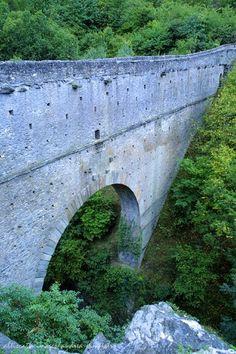 Il ponte-acquedotto romano di Pondel. Foto Andrea Sampietro #aosta #aostavalley #alps