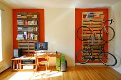 Pallets = bookshelves + bikerack | Recyclart