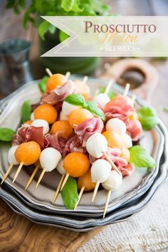 Prosciutto Melon Skewers: A great classic made super elegant and easily portable! Perfect for your next picnic or summer BBQ by the poolside! Easy Summer Salads, Summer Dishes, Summer Bbq, Summer Recipes, Summer Food, Melon Recipes, Summer Heat, Summer Days, Italian Appetizers Easy