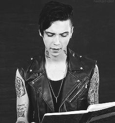 andy biersack not andy sixx!