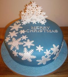 You have to see My Christmas cake on Craftsy! - Looking for cake decorating project inspiration? Check out My Christmas cake by member Kims Cakes. Christmas Cake Designs, Christmas Cake Decorations, Christmas Cupcakes, Holiday Cakes, Christmas Desserts, Christmas Treats, Christmas Baking, Xmas Cakes, Christmas Design