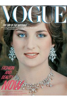 Lady Diana Spencer on the Vogue cover of the Royal Wedding issue, August 💙 Lady Diana Spencer, Vogue Magazine Covers, Vogue Covers, Vogue Vintage, Fashion Vintage, Fashion Bubbles, Diana Fashion, Vogue Fashion, Estilo Real