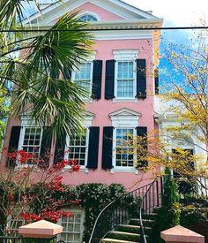 Trendy Home Exterior Ideas Southern Living South Carolina Charleston Caroline Du Sud, Charleston Style, Charleston Homes, Charleston South Carolina, Southern Style Homes, Southern Living, Antebellum Homes, Pink Houses, Trendy Home