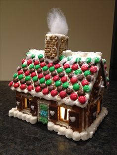 Homemade Gingerbread House, Cool Gingerbread Houses, Gingerbread House Designs, Gingerbread House Parties, Gingerbread Decorations, Christmas Gingerbread House, Gingerbread Cookies, Christmas Desserts, Holiday Treats