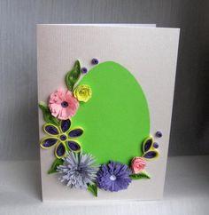 exemple de carte joyeuses paques, oeuf de paques en papier vert, fleurs de printemps en papier, decoration, idée activité manuelle paques