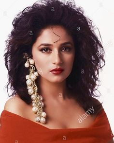 Madhuri Dixit Bollywood Fashion, Bollywood Actress, Bollywood Saree, Most Beautiful Indian Actress, Beautiful Actresses, Madhuri Dixit Young, Indian Film Actress, Indian Actresses, Sonam Kapoor Saree