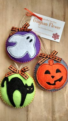 Set of 3 felt Halloween hanging decoration tree by GinghamFlower Felt Halloween Ornaments, Dulceros Halloween, Moldes Halloween, Halloween Sewing, Adornos Halloween, Felt Ornaments, Holidays Halloween, Felt Decorations, Halloween Decorations