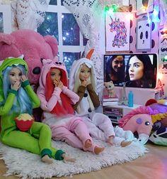 Barbie Room, Barbie Dolls Diy, Barbie Fashionista Dolls, Diy Barbie Clothes, Barbie Doll House, Barbie Life, Juste Zoe, Barbie Tumblr, Barbie Family