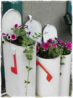 """Mailbox Planters"" Perfect use of rusting out old mailboxes or ones that have been hit. Tuck in the garden among other plants."