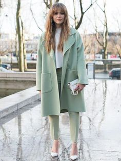 Kristina Bazan wears Rochas and Antography. Street Style -Paris Fashion Week : Day Two Womenswear Fall Winter Fashion Blogger Style, Look Fashion, Autumn Fashion, Fashion Outfits, Fashion Trends, Womens Fashion, Feminine Fashion, Fashion Ideas, Fashion 2018